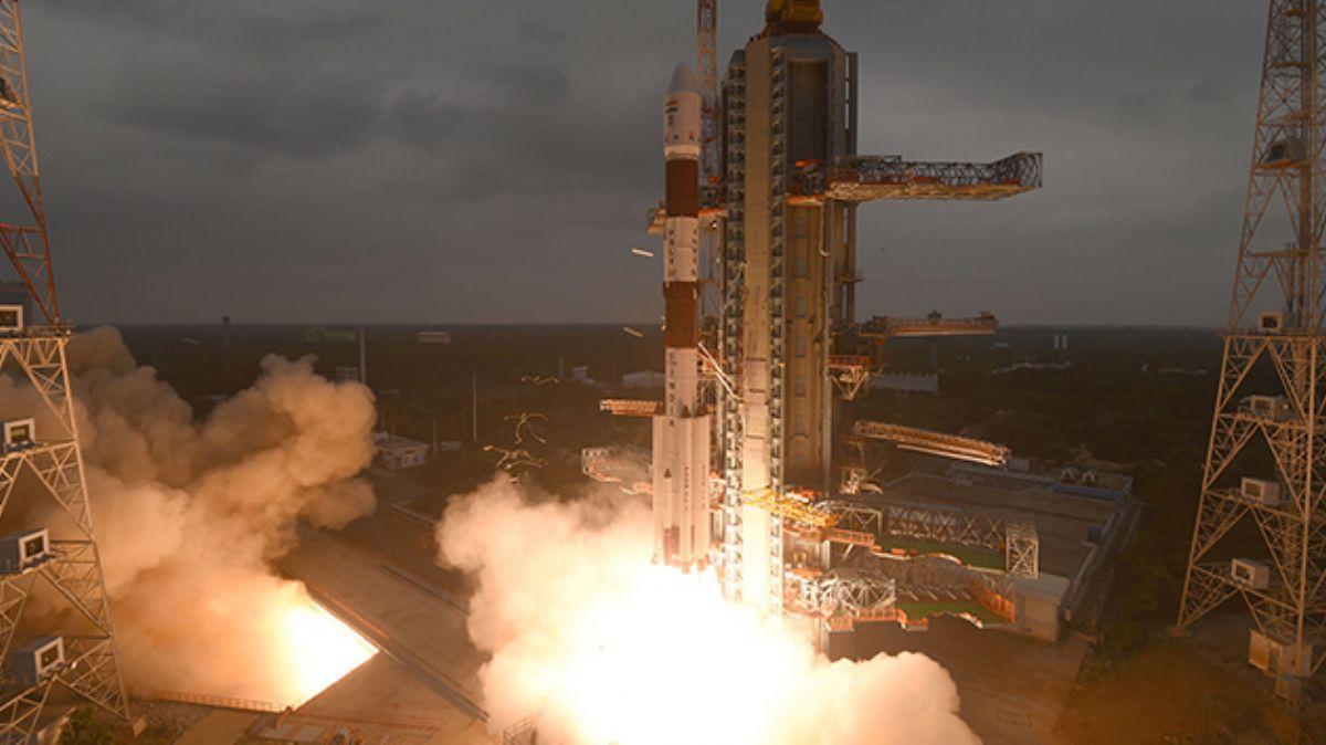 Hindistan, tek roketle 14 uyduyu uzaya gönderdi