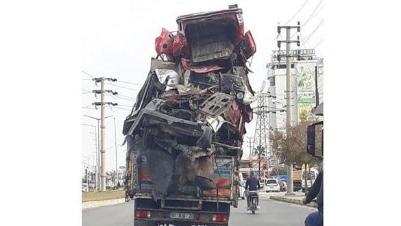 Adana'da trafikte tepki çeken görüntü