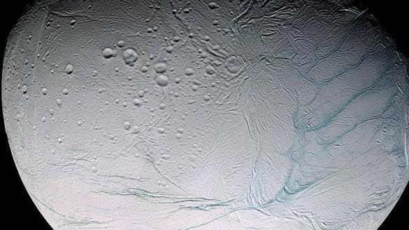 """Güneş Sistemi'ndeki yabancı uydunun gizemi çözüldü: Benzersiz çatlaklar nasıl oluştu"""""""