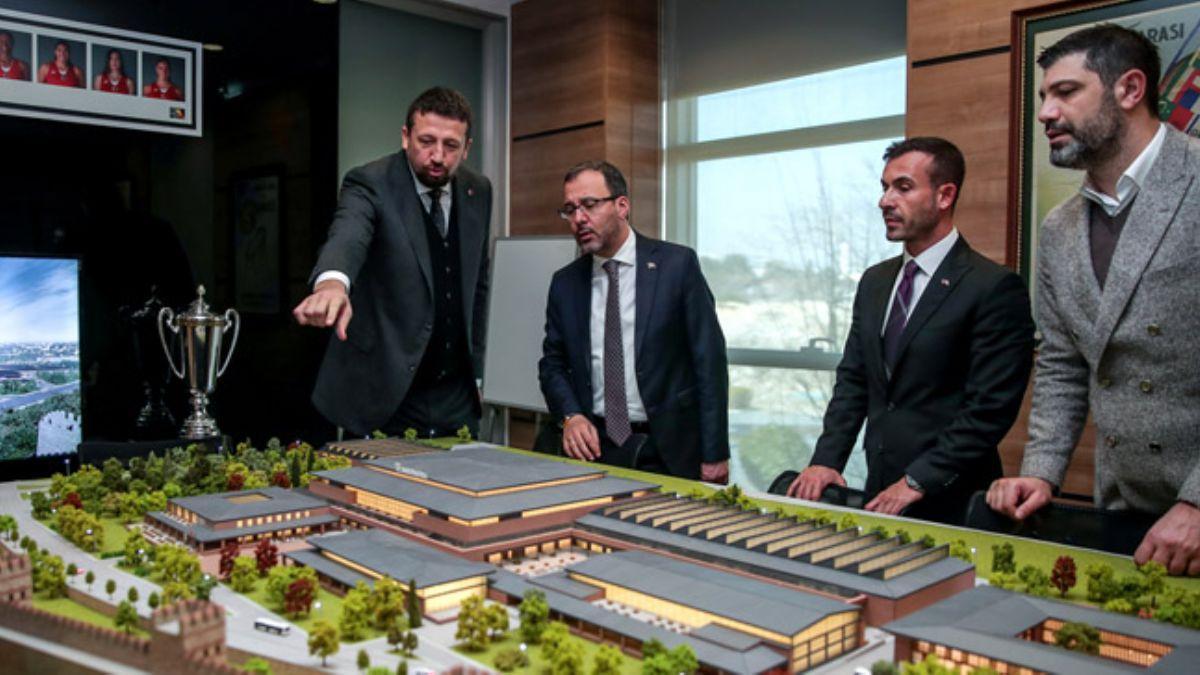 Bakan Kasapoğlu Basketbol Gelişim Merkezi Projesi hakkında bilgi aldı