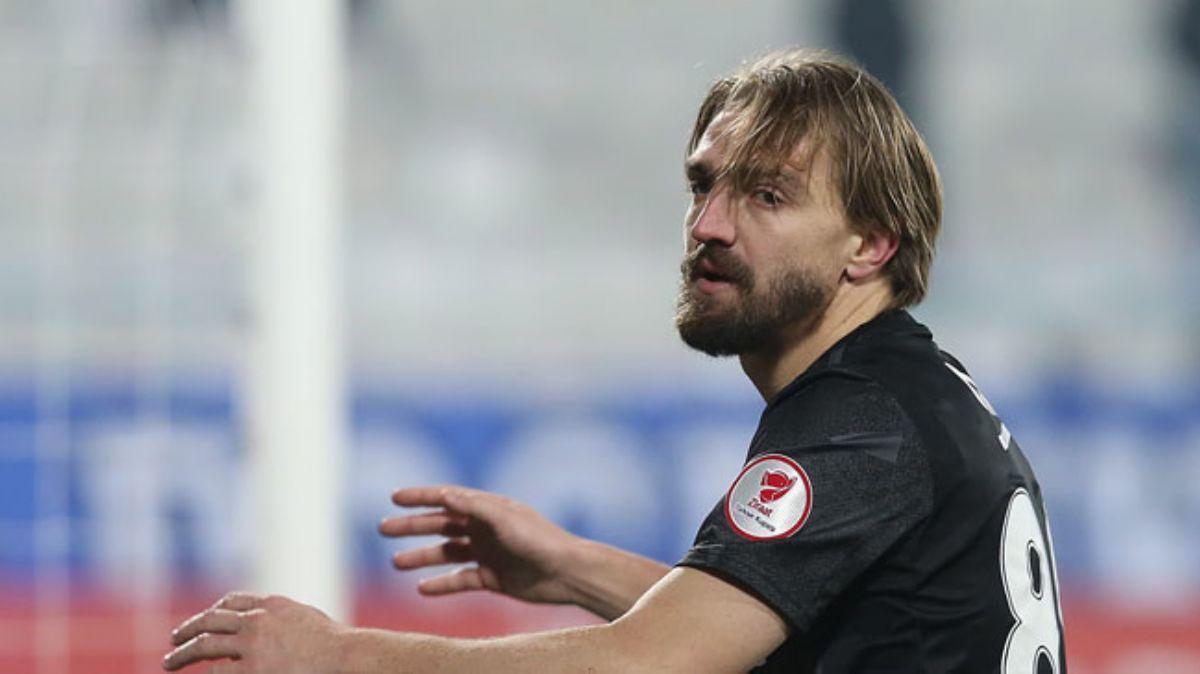 AEK Caner'e geliyor