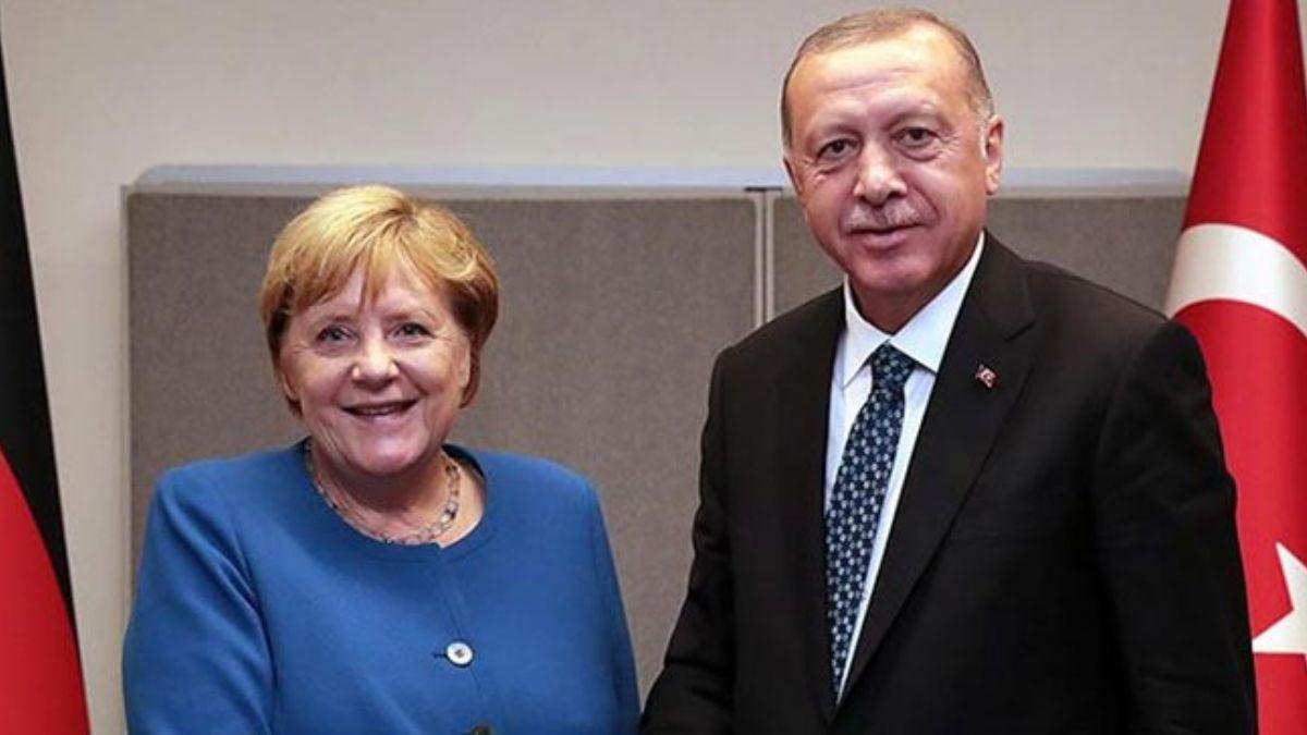 Merkel Libya için bugün İstanbul'da