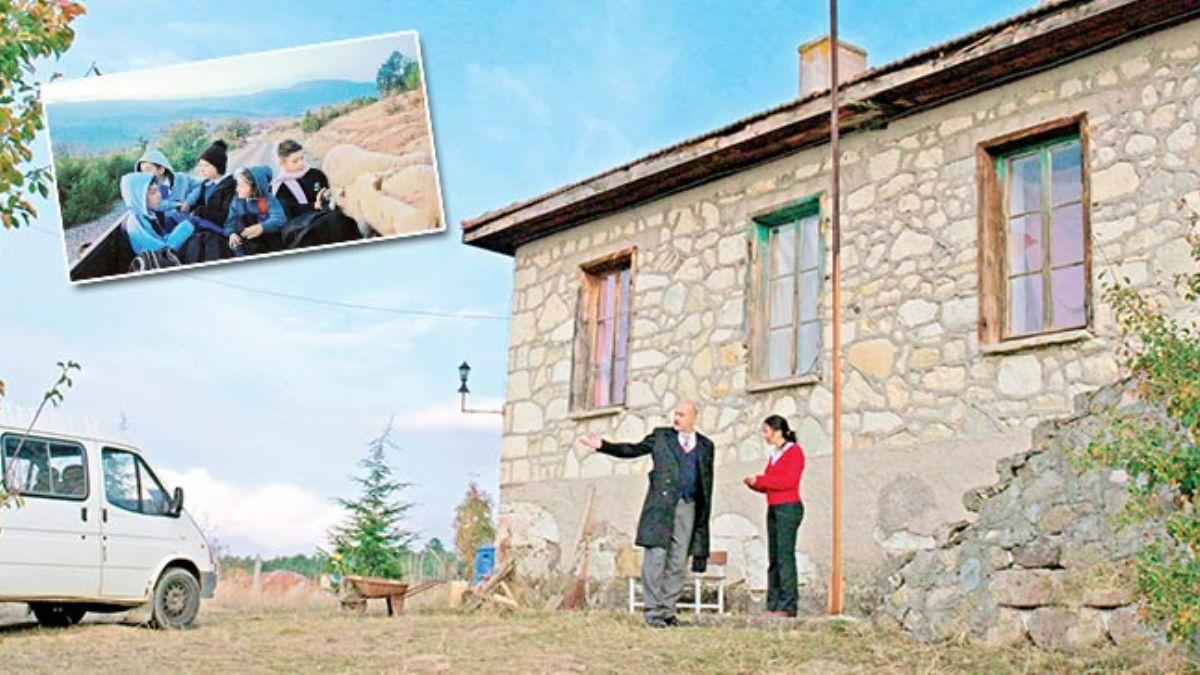 Nebahat Öğretmen'in 'Servis'i Fransa yolcusu