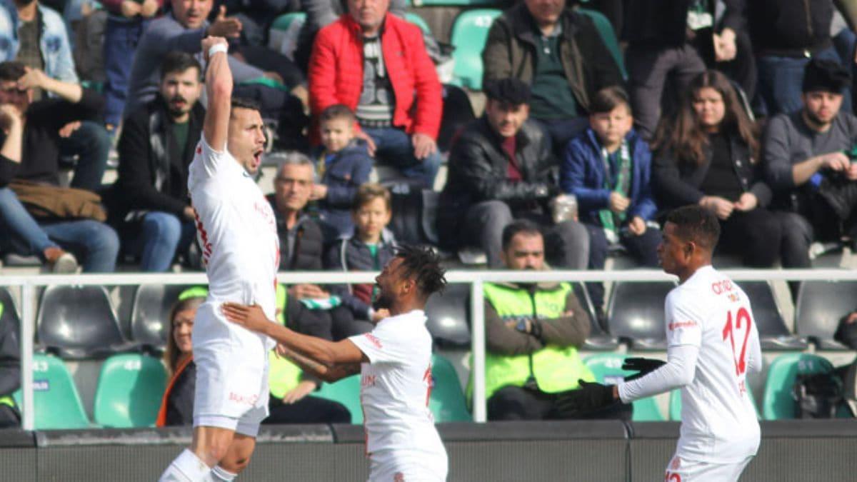 Antalyaspor, Denizlispor'u deplasmanda farklı mağlup etti