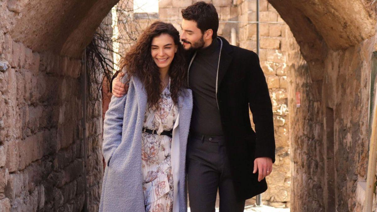 Ebru Şahin ve Akın Akınözü'nün Hercai dizisinden yüzleri güldüren gelişme!