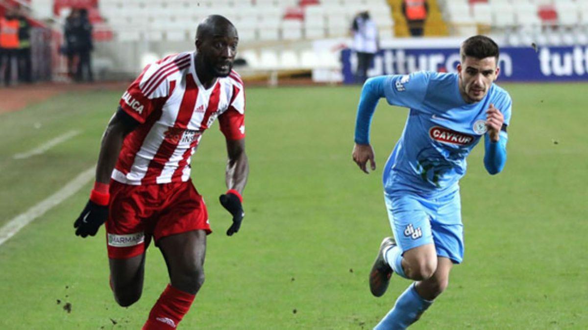 Sivasspor, uzatma dakikalarında bulduğu golle Çaykur Rizespor ile berabere kaldı