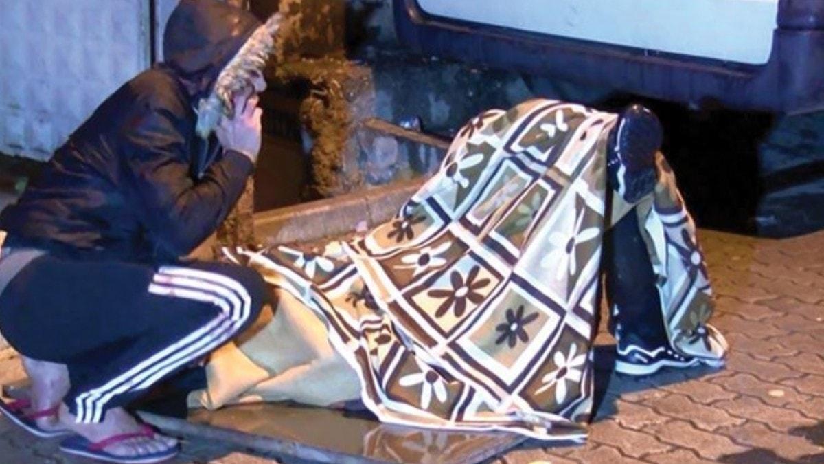Yakınları battaniye örterek bekledi! Sokak ortasında dehşet