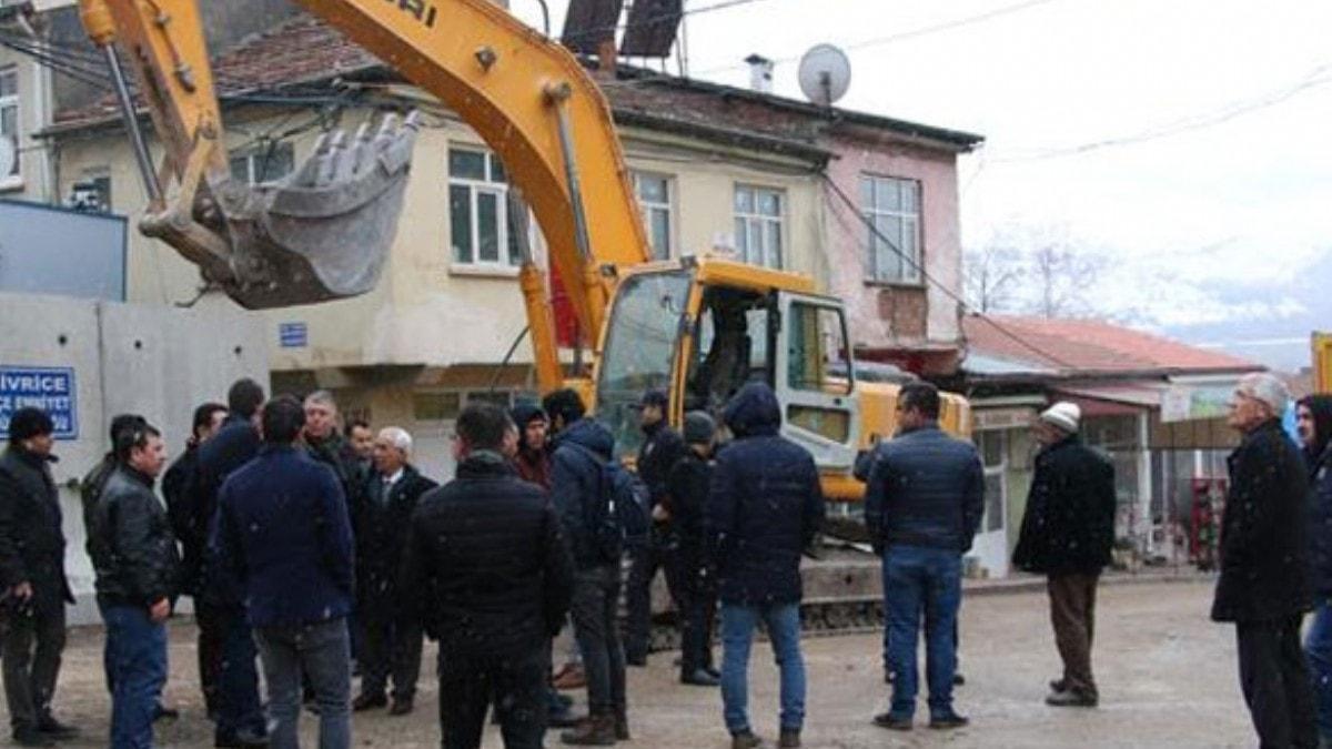 Ağır hasarlı Sivrice İlçe Emniyet Müdürlüğü binası yıkıldı