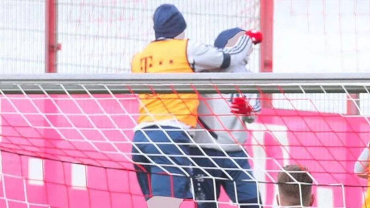 Bayern Münih idmanında yumruk yumruğa kavga