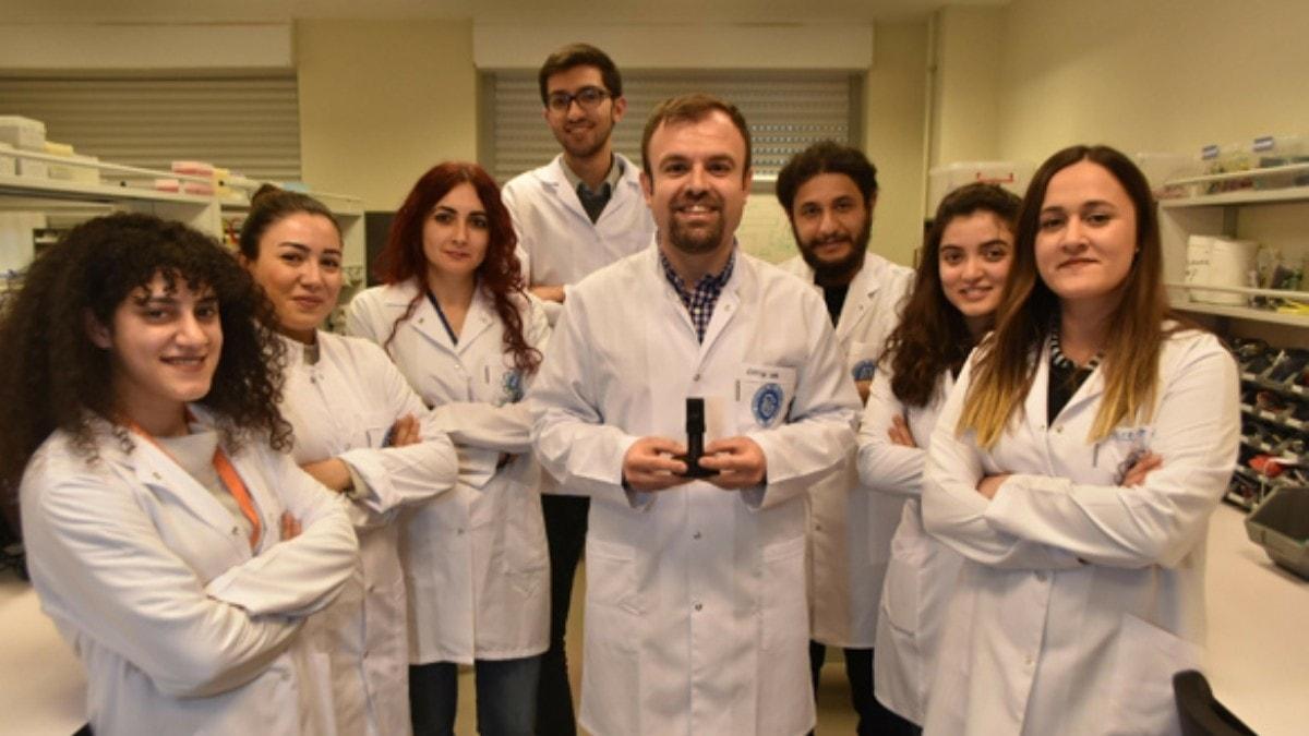 Türkiye'de bir ilk! H1N1 virüsünü 5 dakikada tespit edebilecek cihaz geliştirdiler