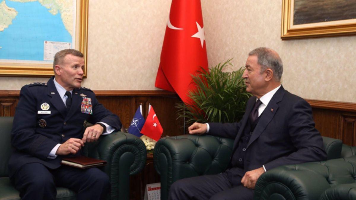 Akar, NATO Avrupa Müttefik Kuvvetler Komutanını kabul etti