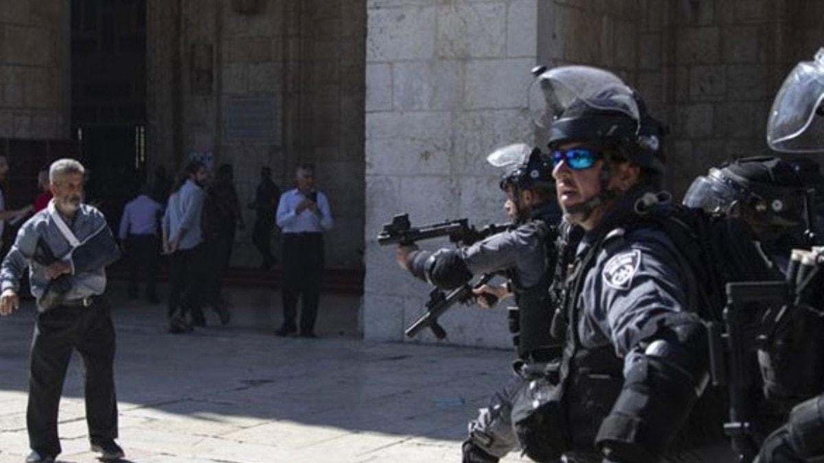 İşgalci İsrail Mescid-i Aksa'da cemaate saldırdı: 10 yaralı
