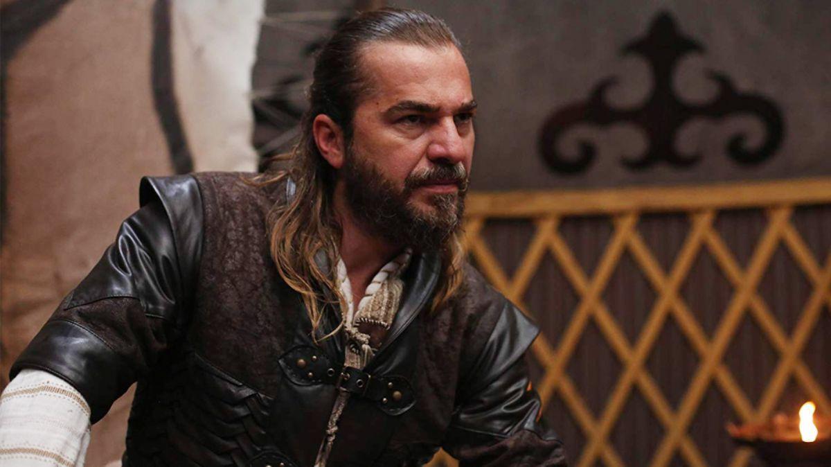 Kuruluş Osman'a gelmesi beklenen Engin Altan Düzyatan'ın sakallı pozu heyecanlandırdı!