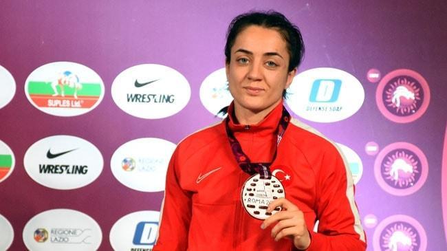 Milli güreşçi Bediha Gün Avrupa üçüncüsü oldu