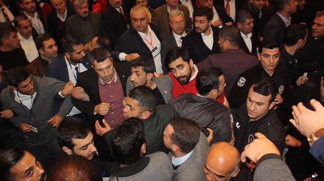 CHP kongresinde gergin anlar! Delegeler arasında arbede çıktı