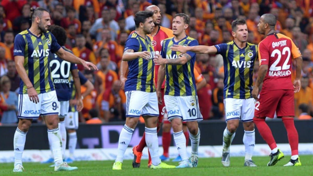Fenerbahçe-Galatasaray derbilerinde kartlar havada uçuşuyor