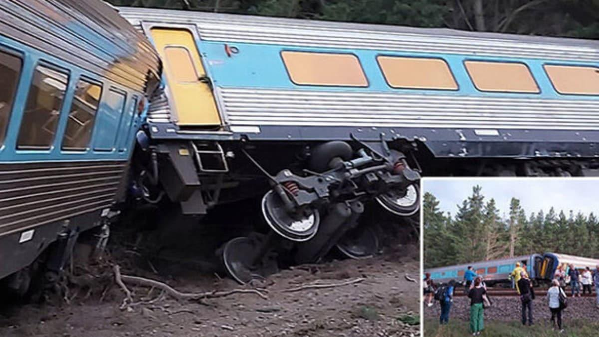 Avustralya'da yolcu treni raydan çıktı: 2 ölü