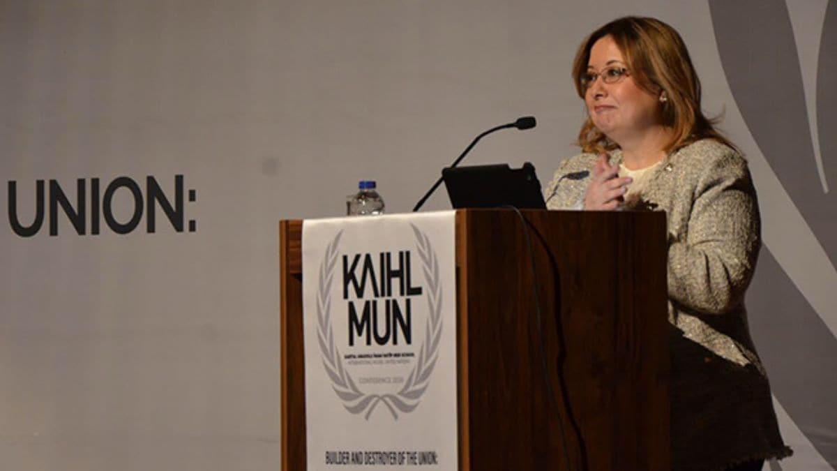 KAIHLMUN'20 Prof. Dr. Gülnur Aybet'in konuşmasıyla başladı