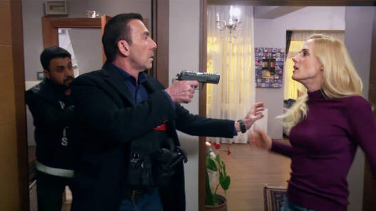 """Arka Sokaklar dizisinin yeni bölümünde büyük şok! Nadya, Engin Müdür'le nasıl karşılaşacak"""""""