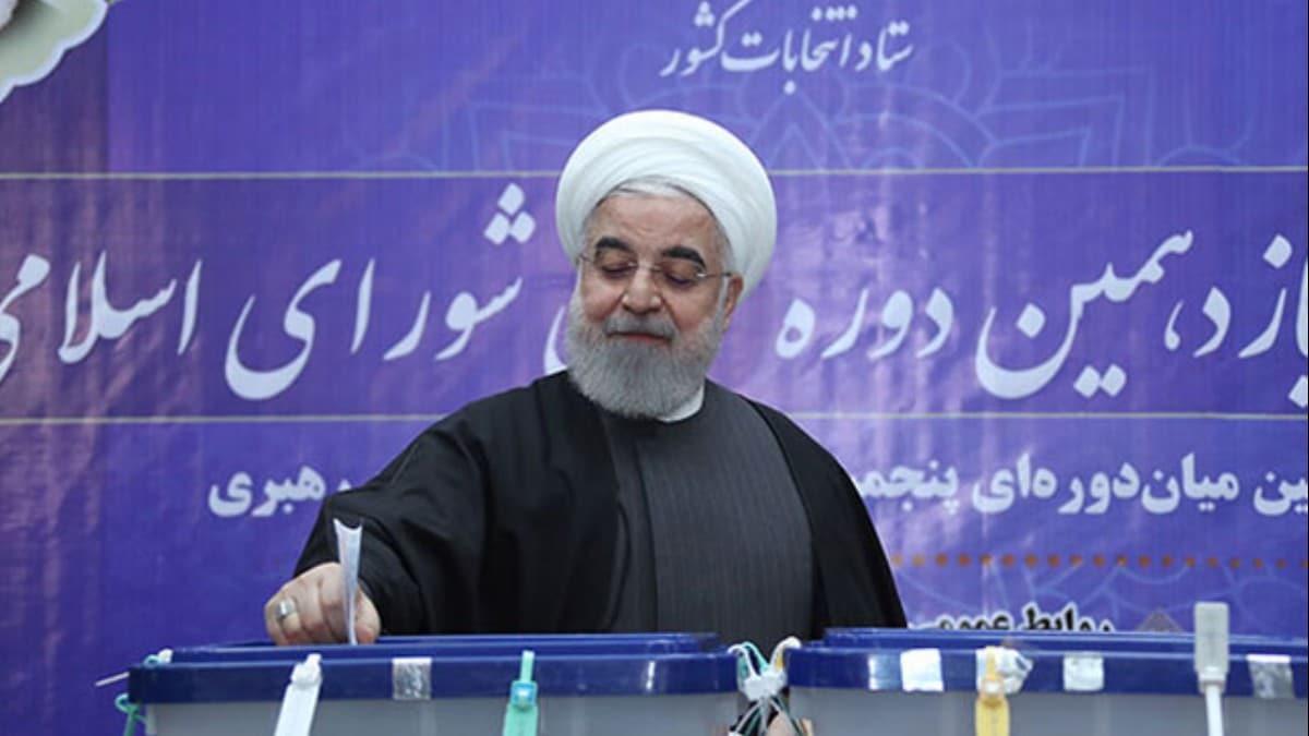 İran sandık başında... Cumhurbaşkanı Ruhani oyunu kullandı