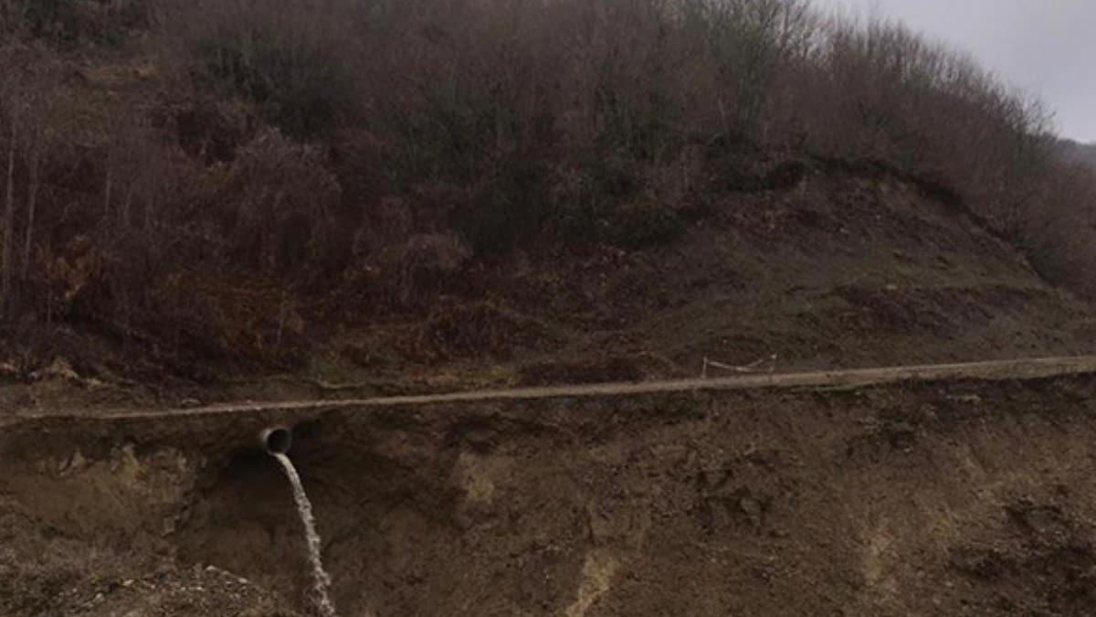 Bartın'da heyelan nedeniyle yol kapandı