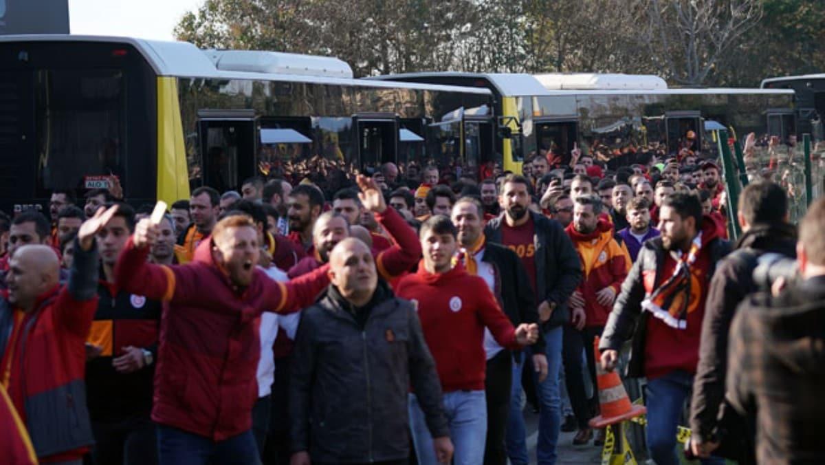 Galatasaray taraftarı Kadıköy'de!