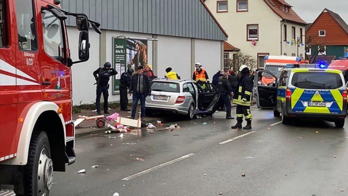 Almanya'da karnavala saldırı! Araç kalabalığın arasına daldı