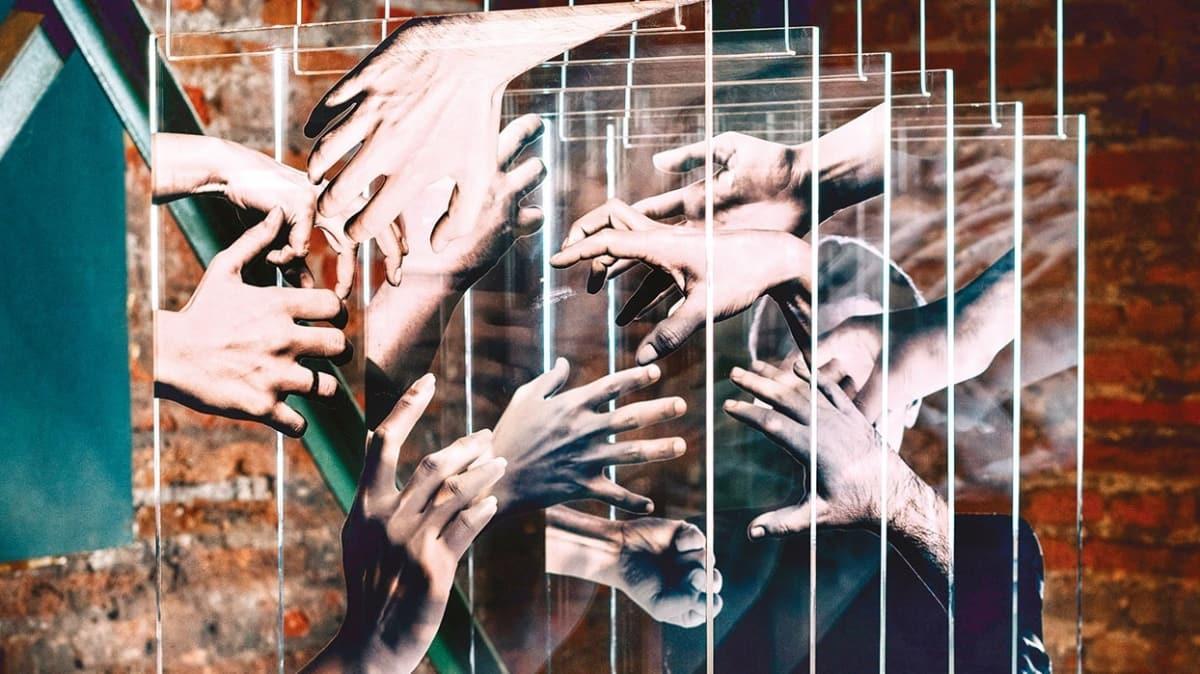 KADEM'den 28 Şubat temalı yapıtlar! 16 sanatçıdan 'Böyle Daha Güzelsin' sergisi