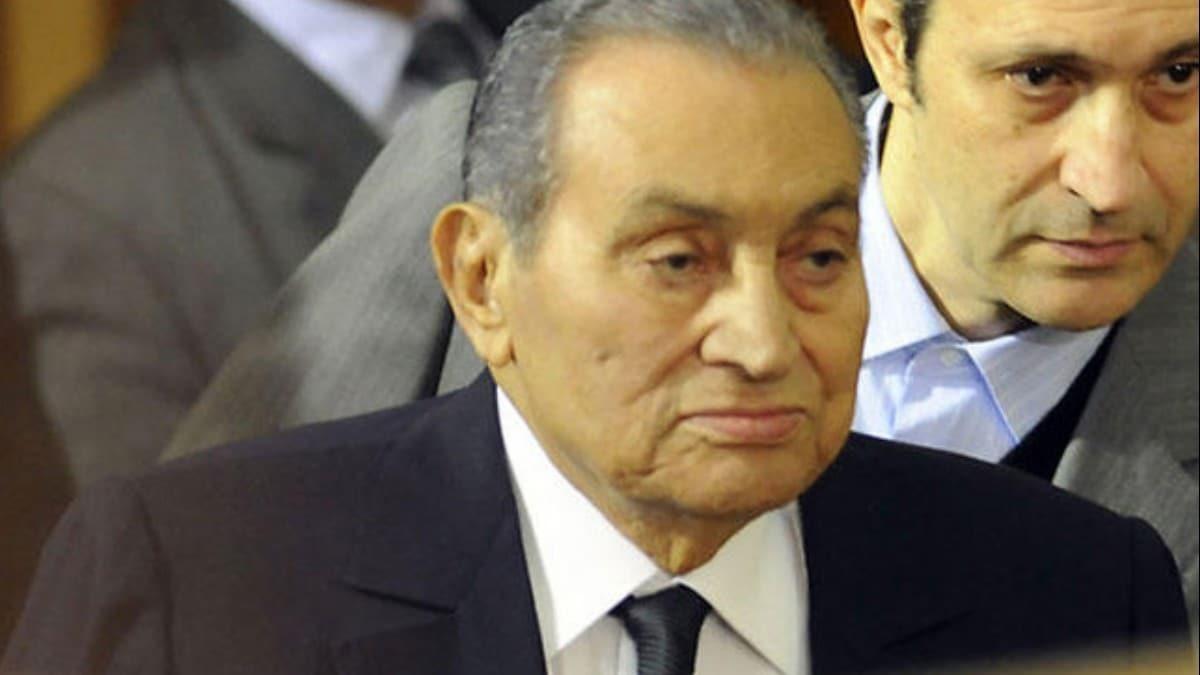 Mısır'ın devrik lideri Hüsnü Mübarek hayatını kaybetti