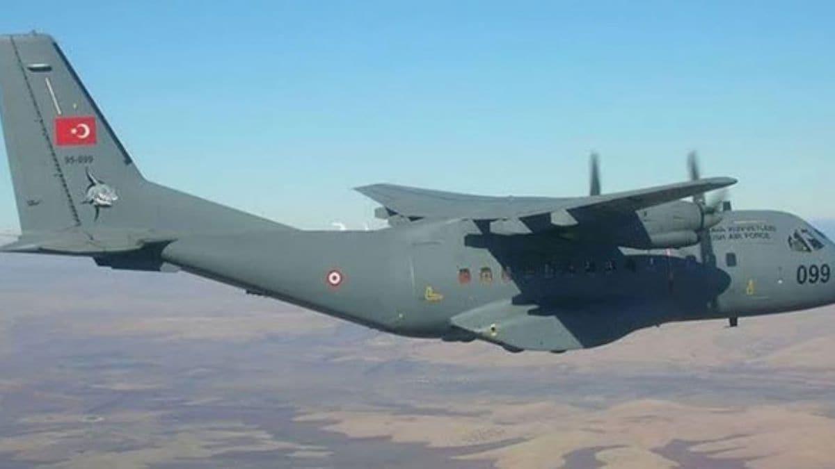 TSK'nın yardım malzemesi taşıyan 2 nakliye uçağı Van'a ve Ağrı'ya gönderildi