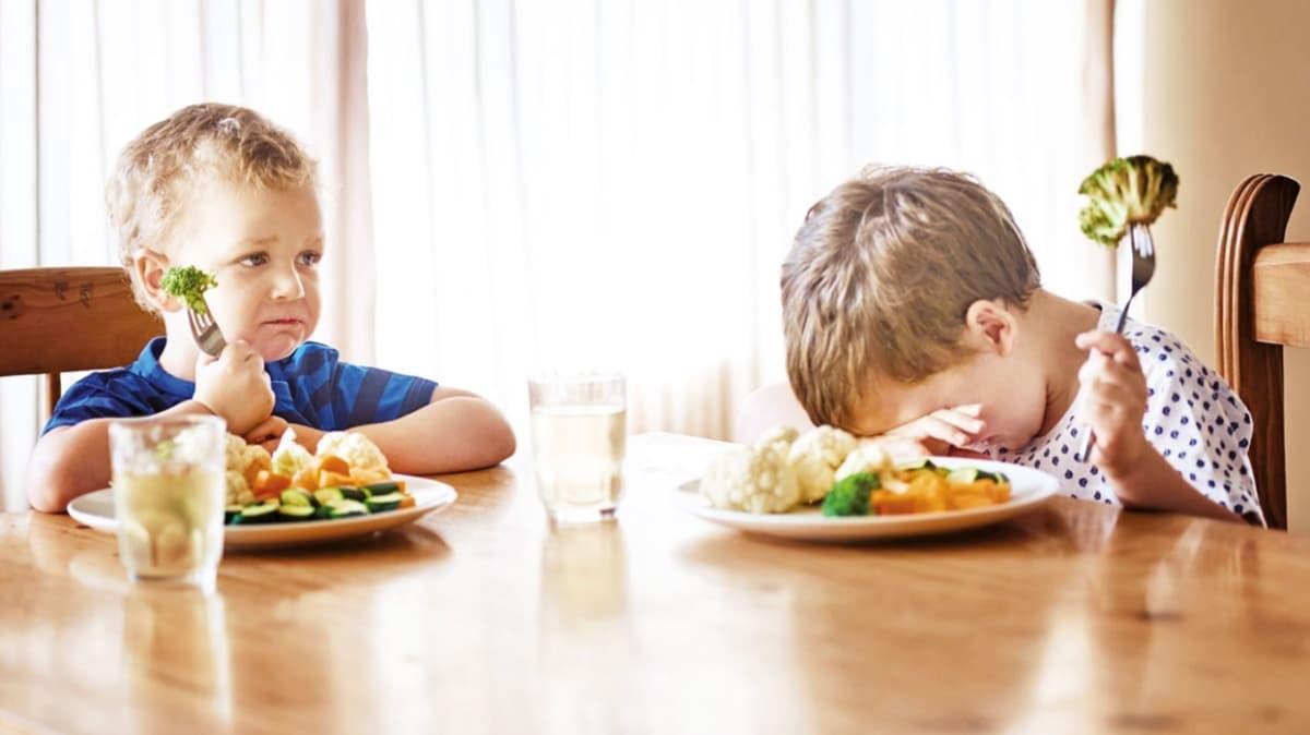 Anne babalar dikkat! Zorla yemek yedirmeyin