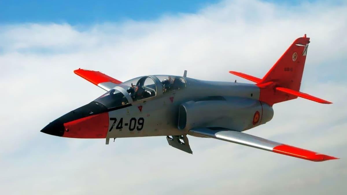 İspanya'da askeri uçak denize düştü!