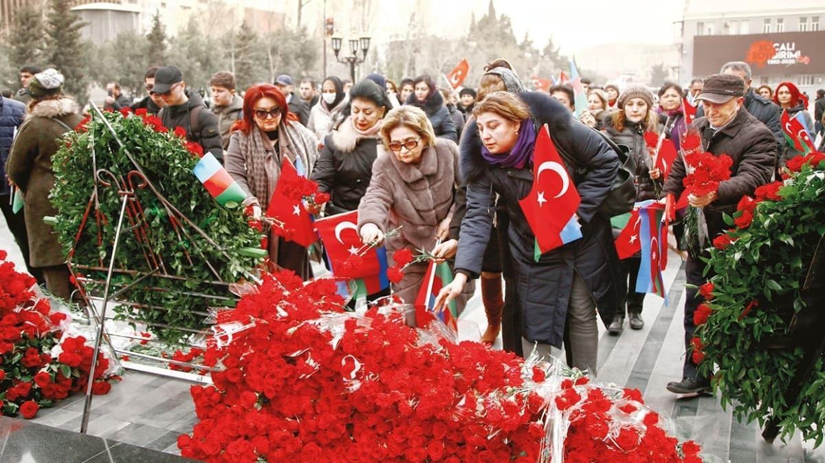 Hocalı'da katledilenlere hüzünlü anma