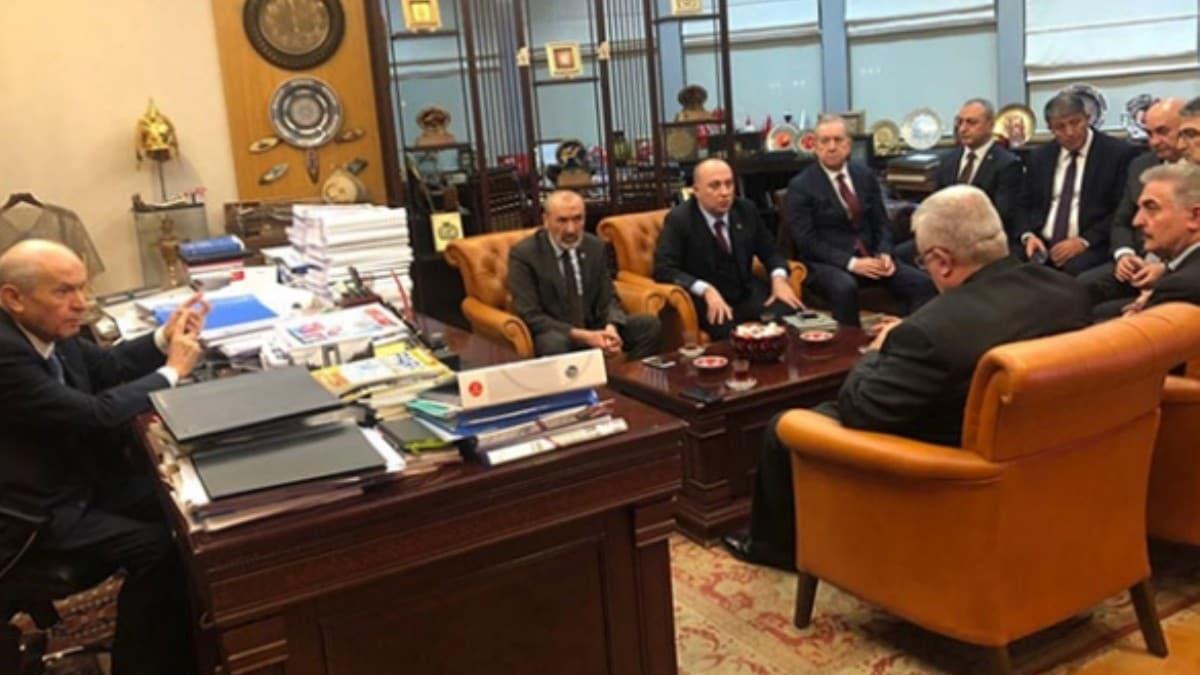 MHP lideri Bahçeli, parti genel merkezinde kurmaylarıyla bir araya geldi