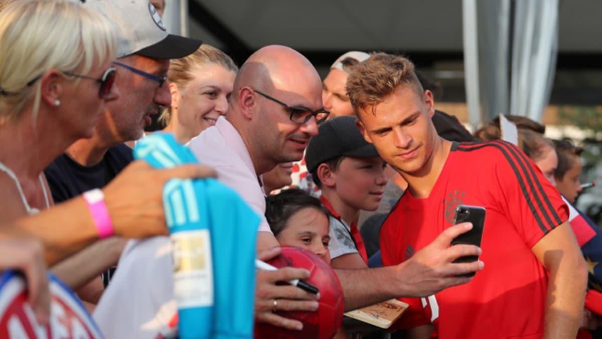 Bayern Münih, koronavirüs nedeniyle futbolcuların taraftarlarla fotoğraf çekilmesini istemiyor