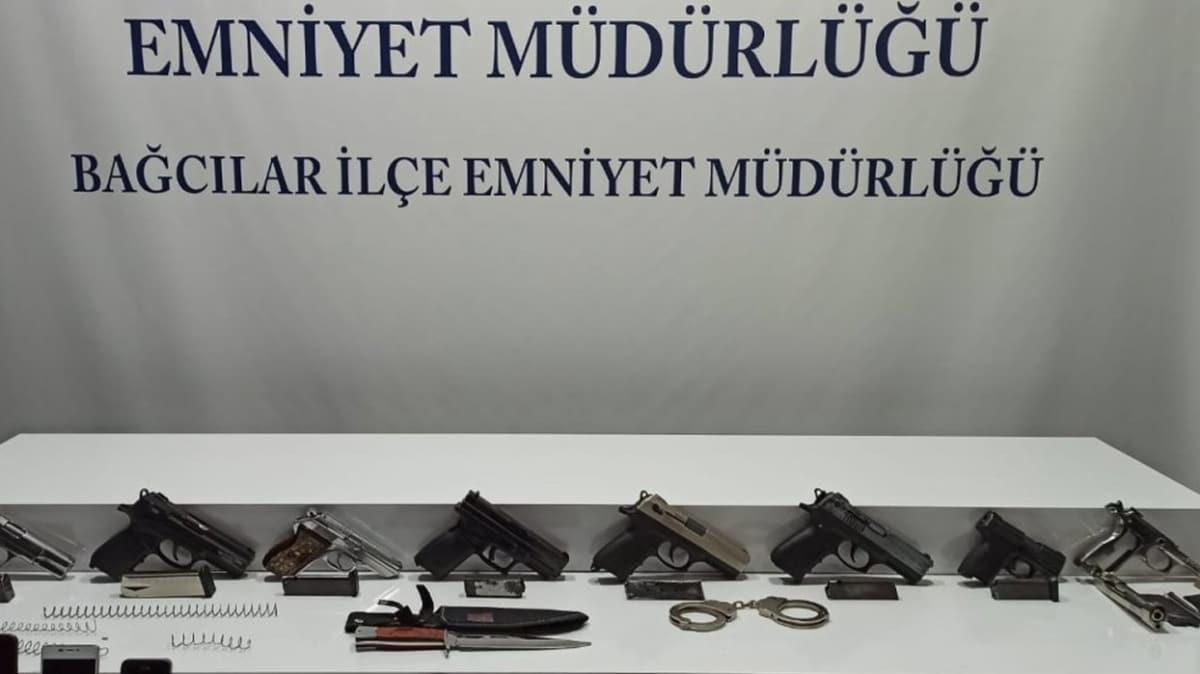 Bağcılar'da silah ve uyuşturucu ticareti yapılan evde 2 şüpheli gözaltına alındı