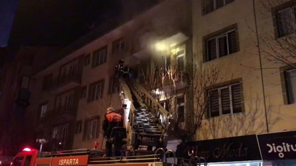 Öğrenci apartında yangın paniği