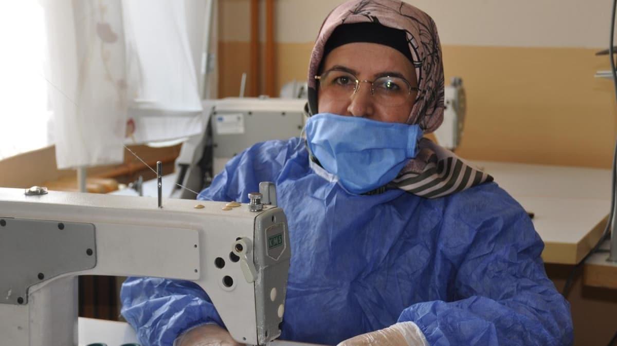 Türkiye koronavirüse karşı tek yürek oldu! Kadınlar gönüllü maske üretiyor
