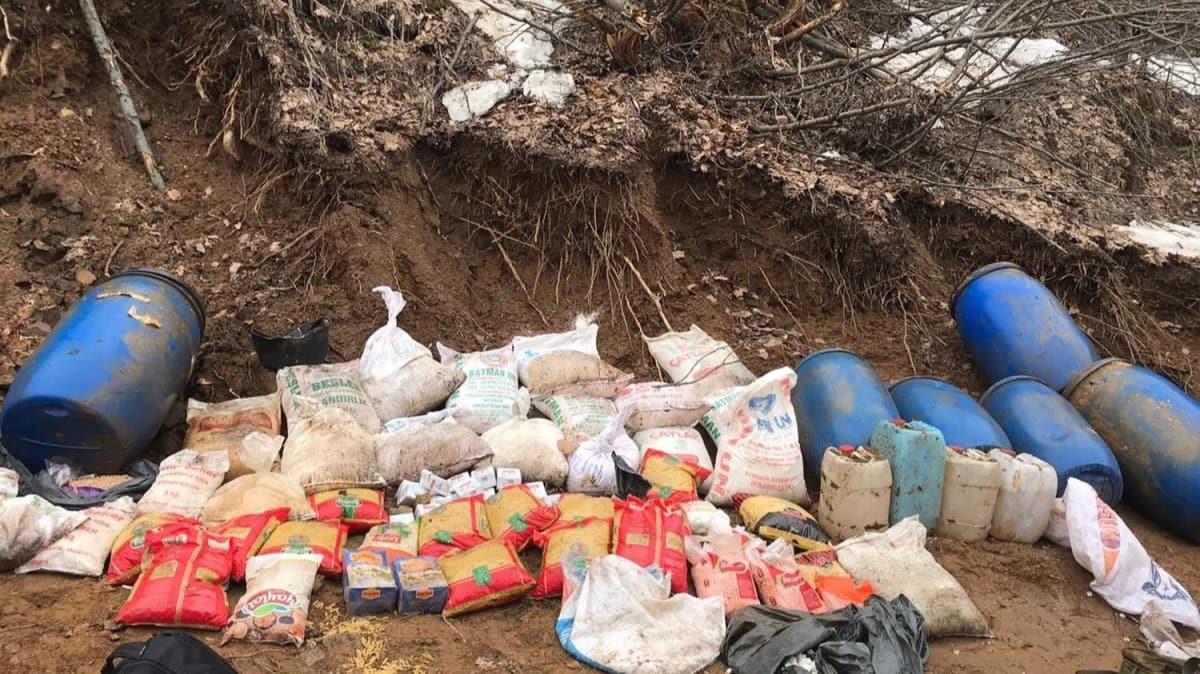 Bitlis'te, PKK'lıların toprağa gömdüğü yaşam malzemeleri bulundu