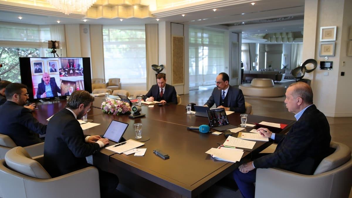 Başkan Erdoğan bakanlar ile video konferans yöntemi ile görüşmelerini sürdürdü