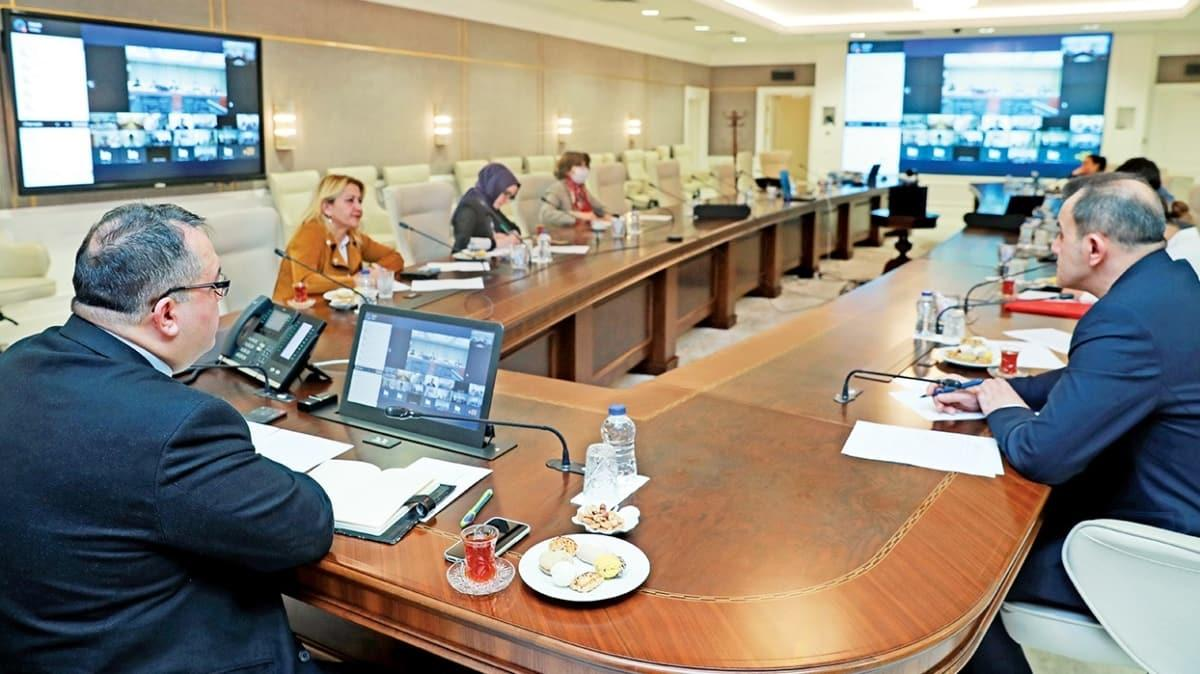 Çinli yetkililerle video konferansla korona toplantısı
