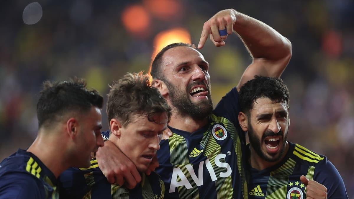Fenerbahçe'de koronavirüs testi pozitif çıkan futbolcu ev karantinasında
