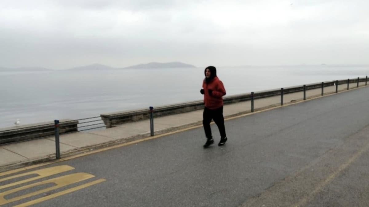 Başkan Erdoğan'ın açıkladığı kurala ve salgına aldırmayanlar Caddebostan Sahili'ne gitti