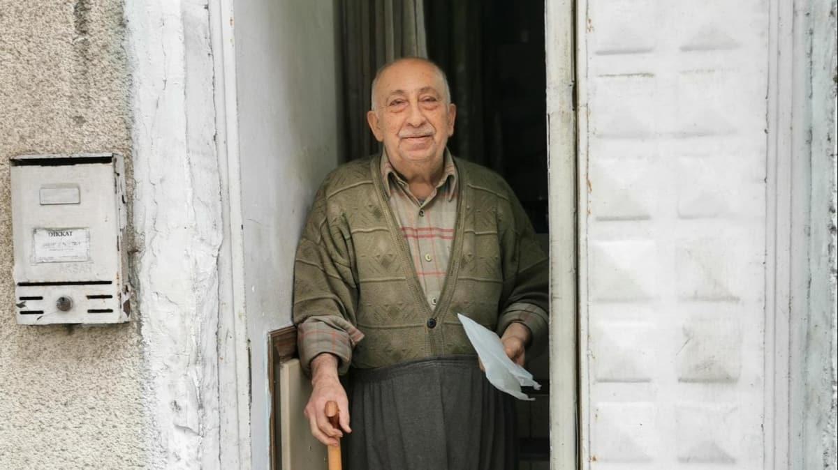 Nezaketi ile sosyal medyada ilgi gören yaşlı adam mutluluğunu dile getirdi