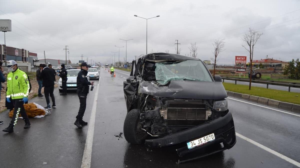 Aksaray'da TIR'a çarpan minibüsteki 2'si çocuk 6 kişi yaralandı
