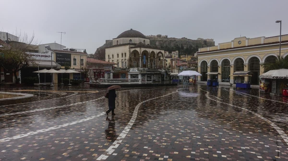 Koronavirüs endişesi: Atina 'hayalet kent'e döndü