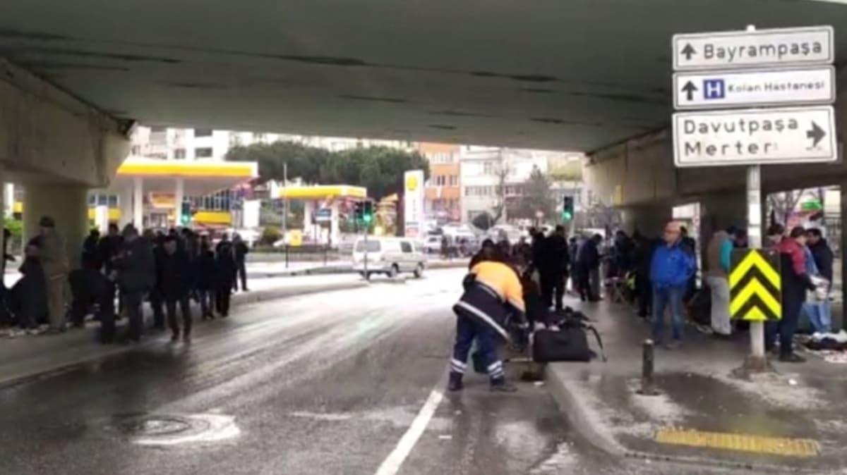 İstanbul'da vatandaşlar seyyar satıcılardan iç içe alışveriş yaptı