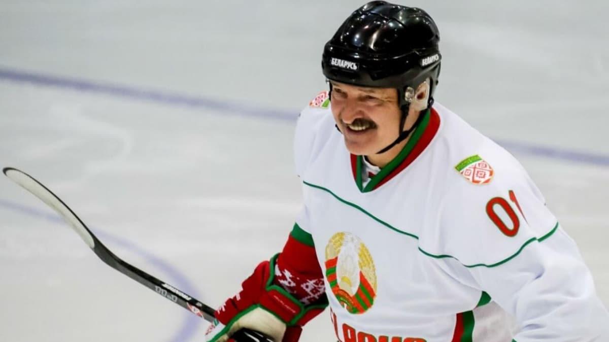 Belarus Devlet Başkanı Aleksandr Lukaşenko, koronavirüs için 'olur böyle şeyler' dedi ve maça çıktı
