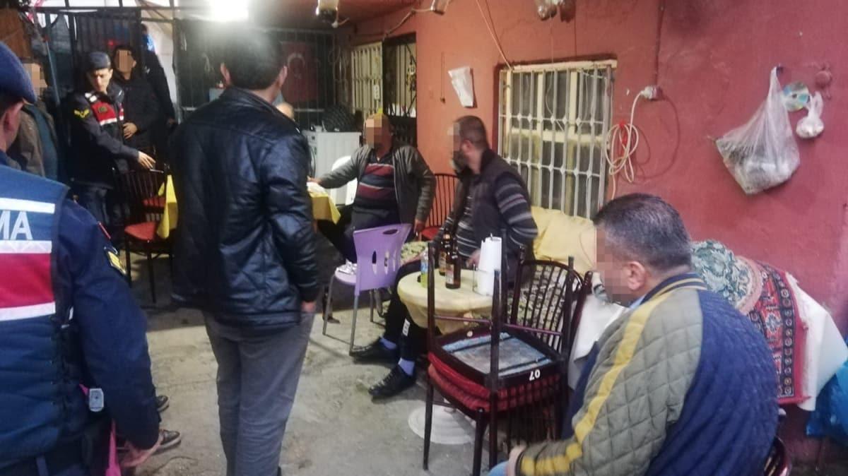 Kıraathaneye dönüştürülen eve baskın