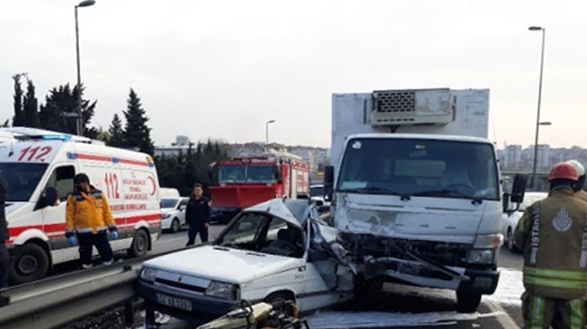 E-5'te otomobil kamyonetle çarpıştı: 1 kişi hayatını kaybetti